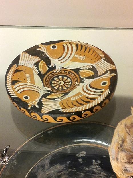Krožnik za ribe iz antične Grčije