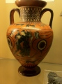 """Antični grški """"YouTube"""" - razne zgodbe o junakih, pa tudi iz vsakdanjega življenja na čudovito poslikanih vazah."""