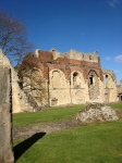 Ostanki zidu nekdanje opatije.. opečnati deli so dodani v renesansi, ko je Henri VIII dal narediti stanovanje za Ano iz Clevesa, njegovo neželjeno ženo.